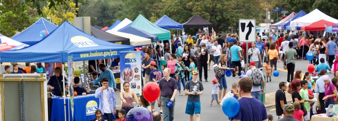 Happy crowds enjoying the many exciting vendor booths at SterlingFest 2018